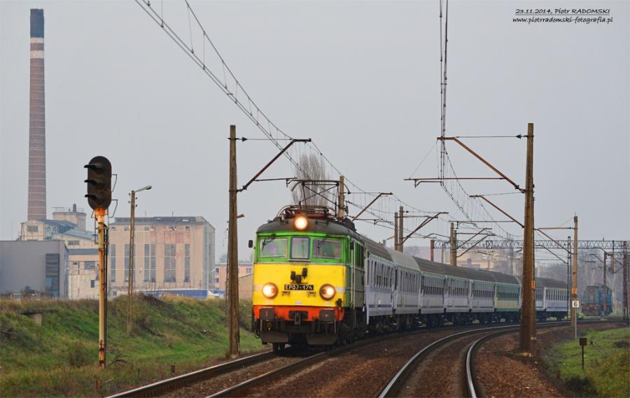 Kościan, południowa głowica stacji, pociąg TLK ZEFIR relacji Kołobrzeg - Kraków wyjeżdża w kierunku Leszna