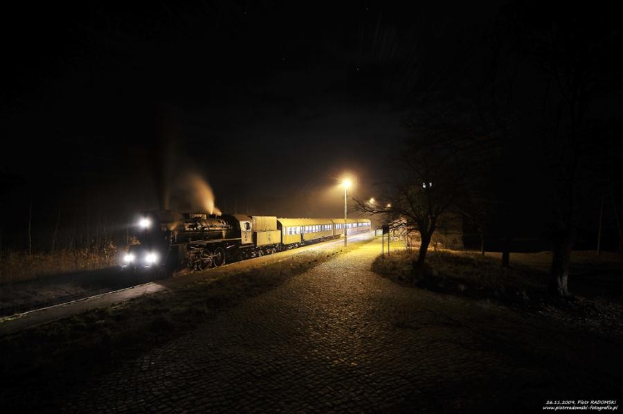 Rostarzewo. Parowóz Ol49-69 z wieczornym pociągiem osobowym z Poznania do Wolsztyna.
