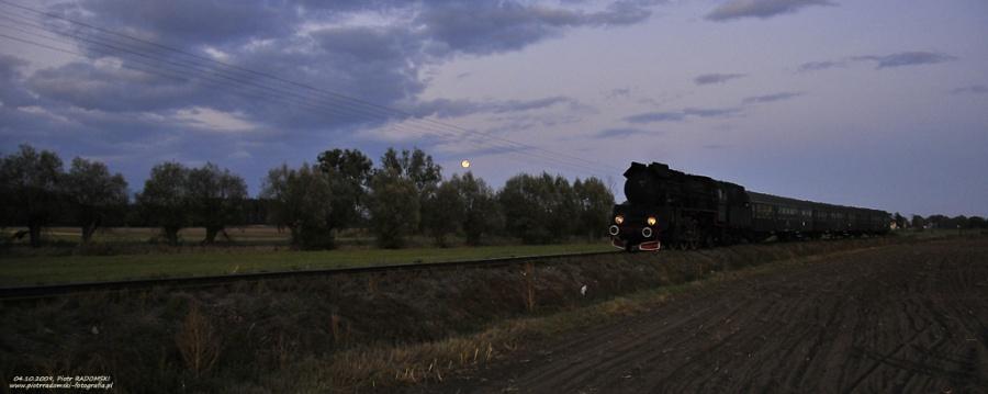 Grodzisk Wlkp. Parowóz Ol49-7 z pociągiem osobowym z Poznania do Wolsztyna.