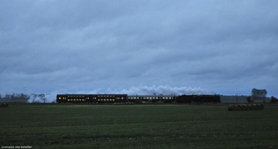 """Grodzisk Wlkp. Parowóz Pm36-2 """"PIĘKNA HELENA"""" z pociągiem osobowym z Poznania do Wolsztyna."""