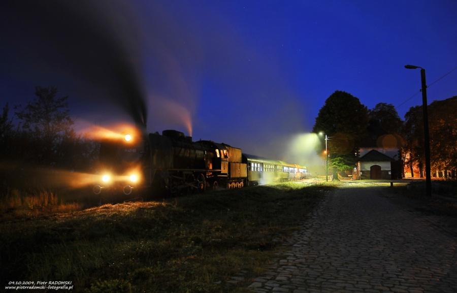 """Strykowo Poznańskie. Parowóz Pt47-65 - """"PETUCHA"""" z wczesno porannym pociągiem osobowym z  Wolsztyna do Poznania."""