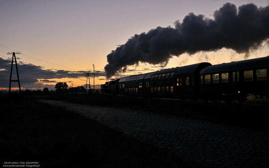 """Ruchocice. Parowóz Pm36-2 """"PIĘKNA HELENA"""" z pociągiem osobowym z Wolsztyna do Poznania."""