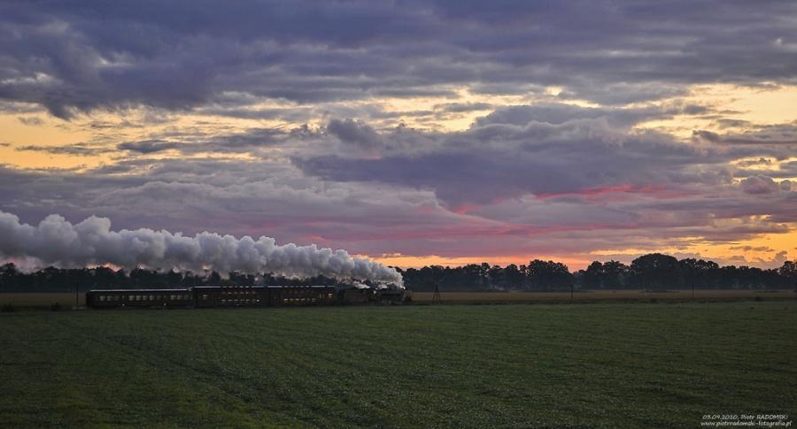 """Ptaszkowo. Parowóz Pm36-2 """"PIĘKNA HELENA"""" z pociągiem osobowym z Wolsztyna do Poznania."""