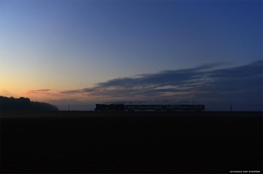 Ruchocice. Parowóz Ol49-59 z pociągiem osobowym z Wolsztyna do Poznania.