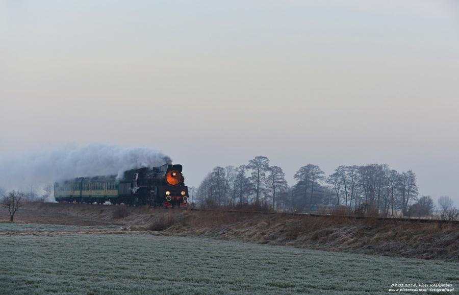 Perkowa. Parowóz Ol49-69 z pociągiem osobowym z Wolsztyna do Leszna.