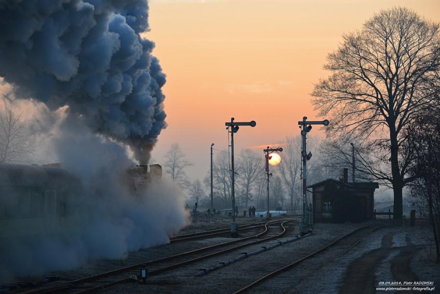 Nowa Wieś - Mochy. Parowóz Ol49-69 z pociągiem osobowym z Wolsztyna do Leszna.