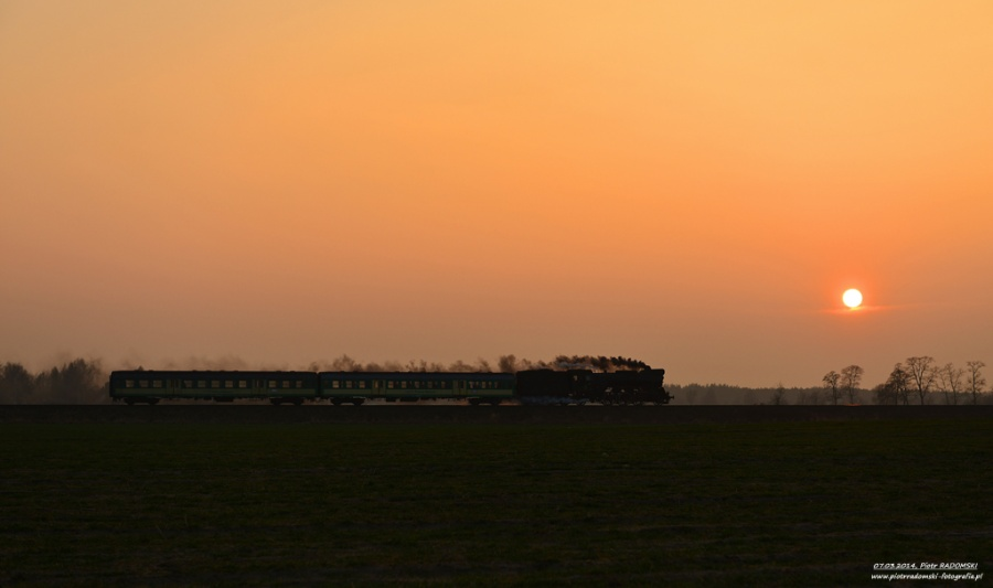 Boszkowo. Parowóz Ol49-69 z pociągiem osobowym z Leszna do Wolsztyna.