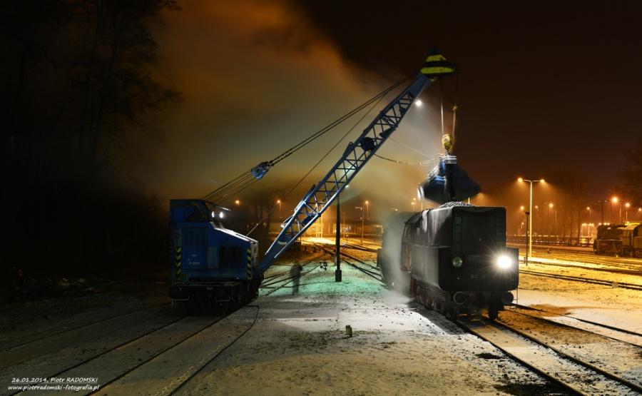 Parowozownia Wolsztyn nawęglanie parowozu Ol49-59