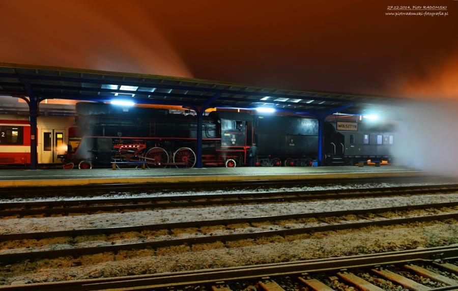 """Wolsztyn. Skład pociągu specjalnego szykuje się do zjazdu na """"szopę""""."""