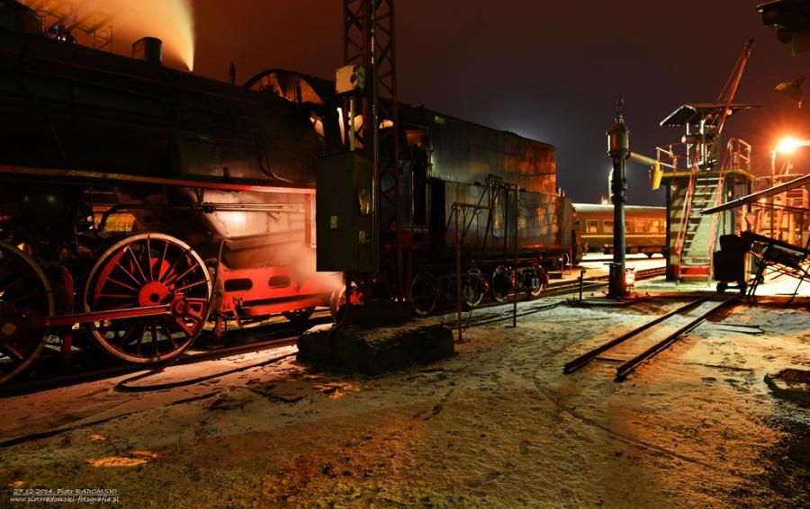 Parowozownia Wolsztyn; obrządzanie parowozu Ol49-69