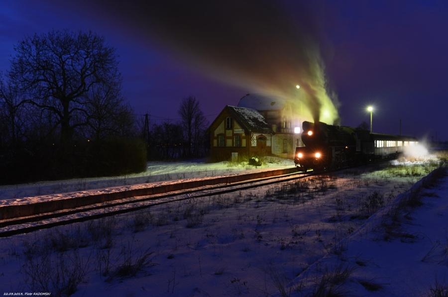 Ruchocice. Parowóz Ol49-59 z wieczornym pociągiem osobowym z Poznania do Wolsztyna.