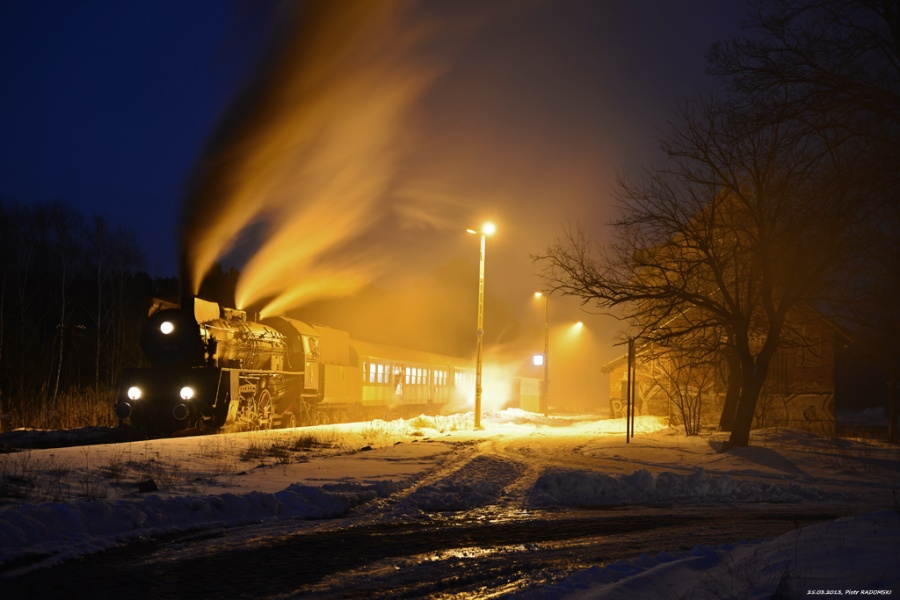 Rostarzewo. Parowóz Ol49-59 z wieczornym pociągiem osobowym z Poznania do Wolsztyna.