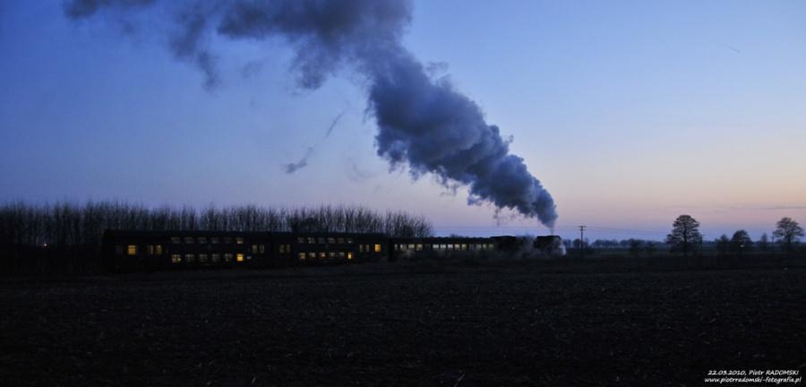Ptaszkowo. Parowóz Ol49-59 z pociągiem osobowym z Poznania do Wolsztyna.