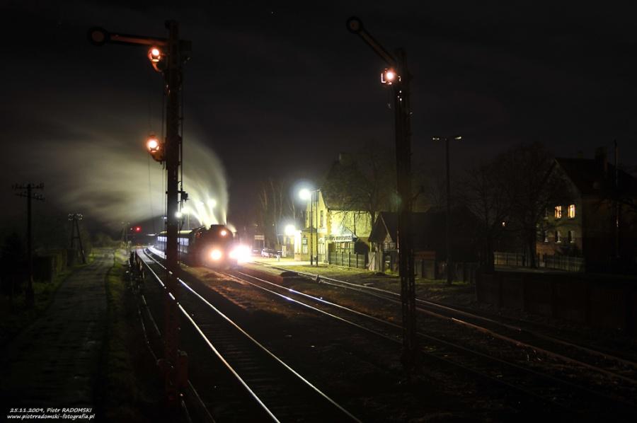 """Granowo Nowotomyskie. Parowóz Pt47-65 - """"PETUCHA"""" z wieczornym pociągiem osobowym z Poznania do Wolsztyna."""