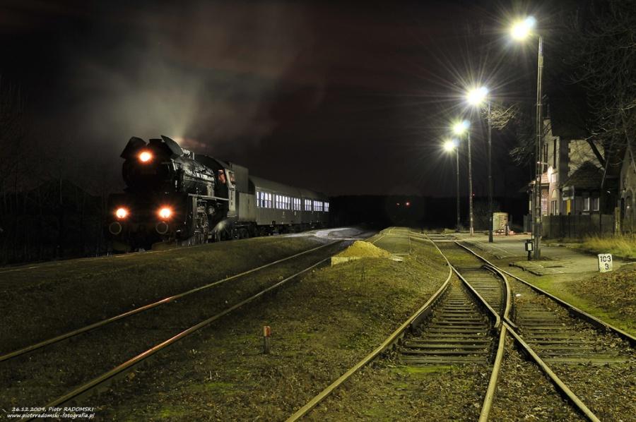 Szreniawa. Parowóz Ol49-59 z wieczornym pociągiem osobowym z Poznania do Wolsztyna.