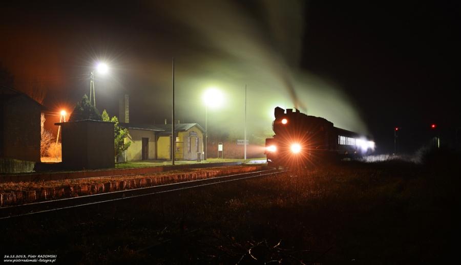 Nowa Wieś - Mochy. Parowóz Ol49-69 z porannym pociągiem osobowym z Wolsztyna do Leszna.