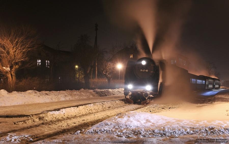 """Grodzisk Wlkp. Parowóz Pt47-65 - """"PETUCHA"""" z wieczornym pociągiem osobowym z Poznania do Wolsztyna."""