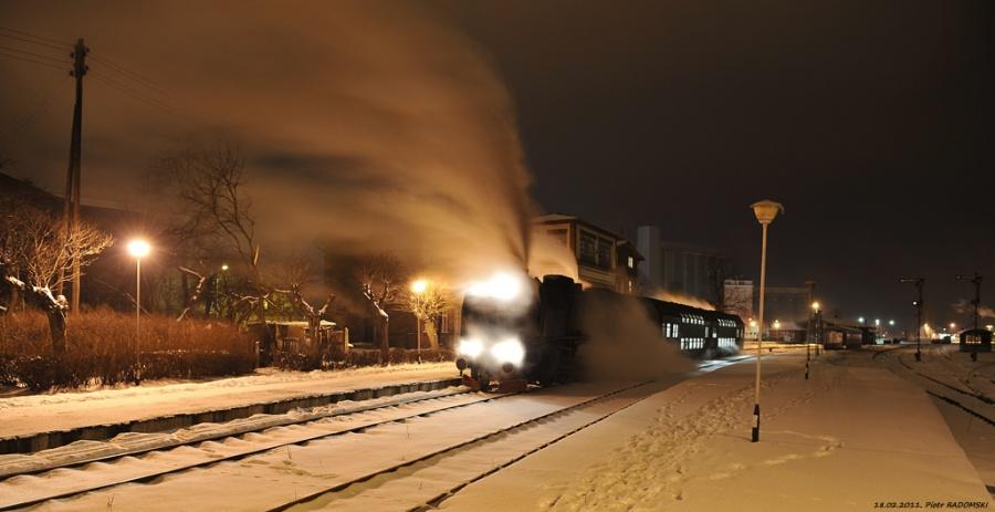 """Grodzisk Wlkp. Parowóz Pt47-65""""PETUCHA"""" z wieczornym pociągiem osobowym z Poznania do Wolsztyna."""